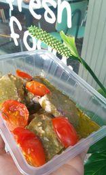 Tilápia Assada com Molho Pesto com Tomate Cereja