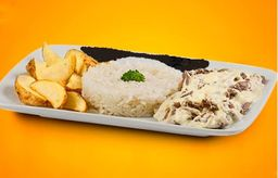 Iscas de Carne ao Molho de Queijos com Batata e Feijão