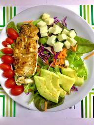 Salada com Avocado e Frango