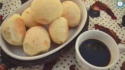 Combo mini pães de queijo com café com leite