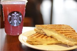 Chá Verde com Limonada e Blueberry com Toast