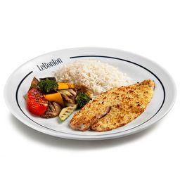 Tilápia na crosta, arroz branco e legumes provençais