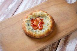 Esfiha de Gorgonzola e Tomate