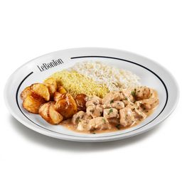 Estrogonofe, arroz, batata e farofa