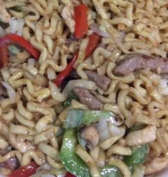 Yakisoba Carnes Mistas com Camarão