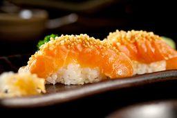 Sushi de Salmão com Quinoa Crocante