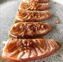 Sashimi de Salmão com Quinoa Crocante