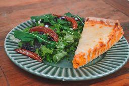 Torta de Cremosa Frango com Salada