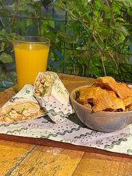 Wrap Chiken Caesar, Chips e Suco de Laranja