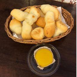 Mini pães de queijo + Quindim