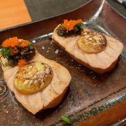 Sashimi de Salmão com Ovo de Codorna Trufado