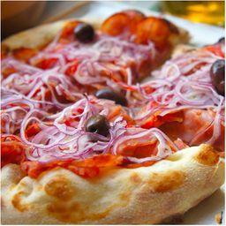 Pizza de Calabresa Paulistana