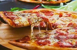 Pizza de Calabresa com Catupiry