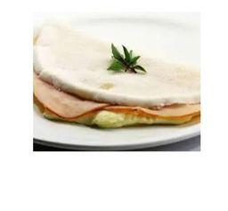 Tapioca peito de peru e queijo branco