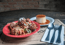 Spaghetti Meatballs + Pudim Santander