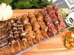 Espetinho de Carne e Linguiça