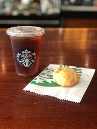 Chá Preto e Pão de Queijo