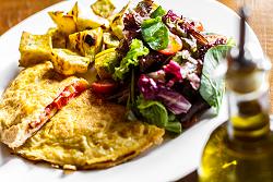 Omelete de Tomate Fresco e Manjericão