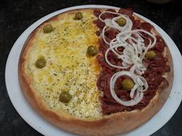 Pizza Salgada Meio a Meio - Grande