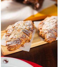 Croissant Doce com Amêndoas