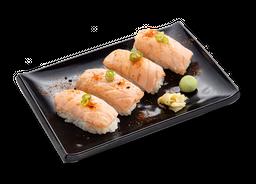 Niguiri de salmão maçaricado