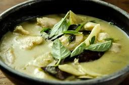 Gaeng Kiew Wan Gai (Frango Curry Verde)