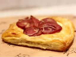 Danish de calabresa e cream cheese