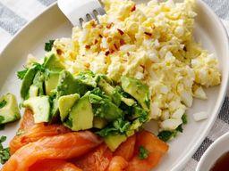 Manteiga de Ovo com Salmão e Abacate