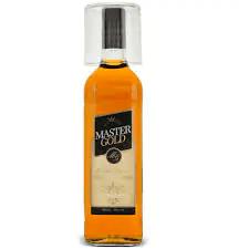 Kit whisky master gold 900 ml + copo