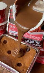 2 brownies com calda