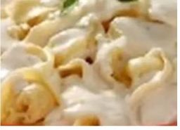 Capeletti 4q ao molho branco e queijo parmesão ralado