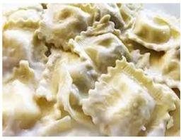 Raviolli quatro queijos ao molho branco