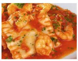 Ravioli quatro queijos ao molho de camarão