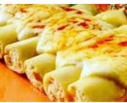 Canelone quatro queijos ao molho de tomate e manjericão