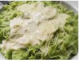 Talharim Verde ao molho branco ou parisiense