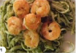 Talharim verde de camarão ao molho de tomate e majericão
