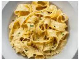 Pappardelle ao alho na manteiga e azeite