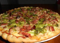 Pizza grande de brócolis com Bacon