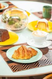 Croissant com Manteiga e Geleia
