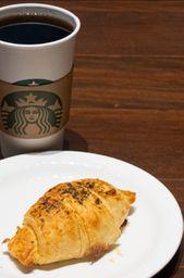 1 Café filtrado + 1 Croissant de Frango