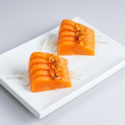 Sashimi de Steelhead Salmon Sweet Chili Crocante