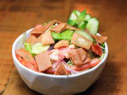 Salada Fatouch (400g) e Suco da Casa (300ml)