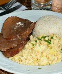 Carne assada ao molho madeira