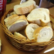 Cesta com Pão e Azeite