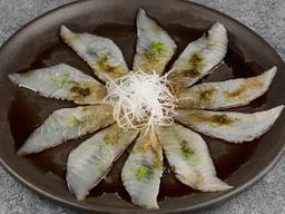 Carpaccio de Peixe Branco no Molho Ponzo