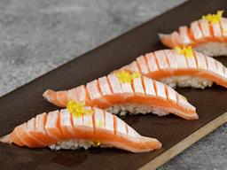 Sushi de Barriga de Salmão Trufado