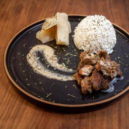 Cubos de Carne ao Molho de Queijo