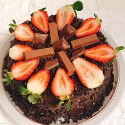Bolo Brigadeiro com Morango e Chocolate