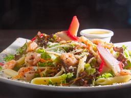 Salada de Camarão e Kani com Molho Cítrico de Ervas