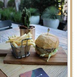 Hambúrguer de Picanha com Batata Frita e Coca lata